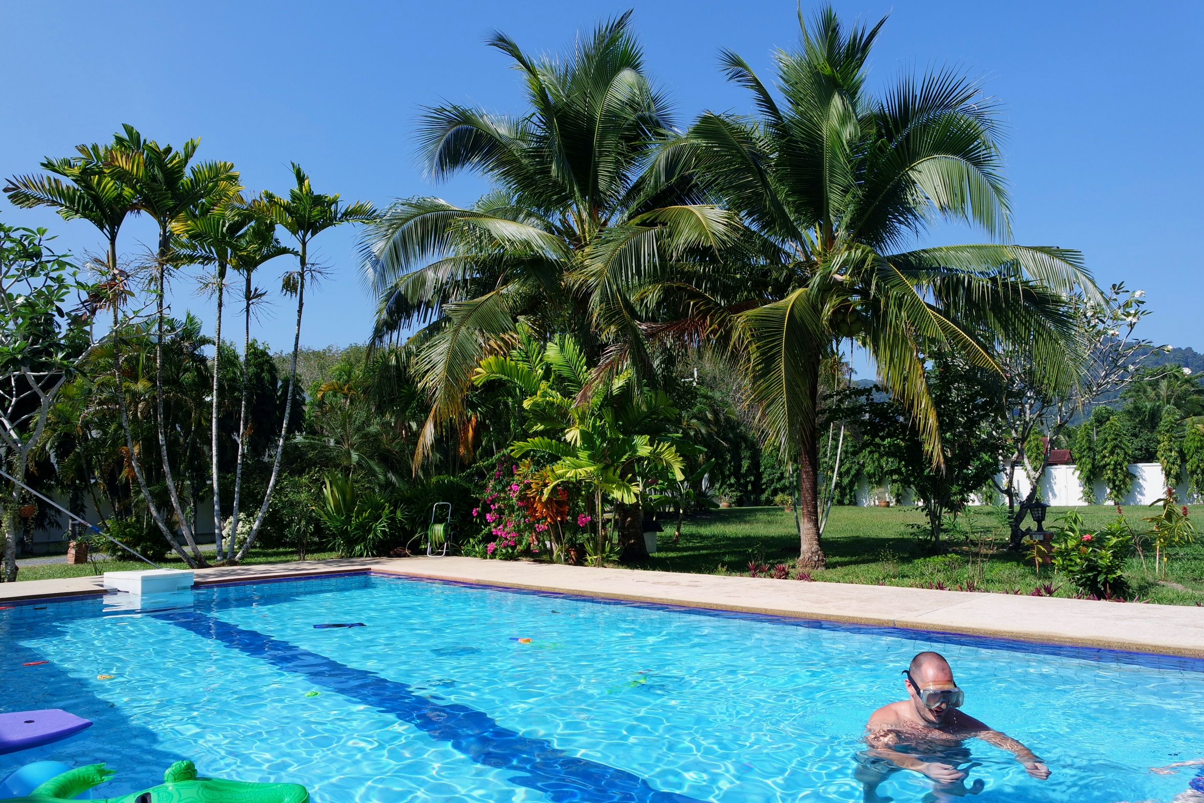 Paklok villa phuket slingerland in thailand - Zwembad omgeving ...